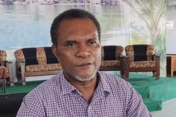 okoh Adat Papua yang juga Ondofolo Kampung Sereh Yanto Eluay.