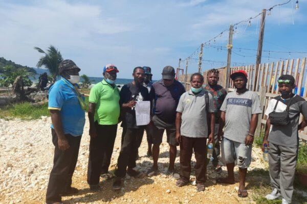 Beberapa perwakilan tokoh adat dan pemuda Port Numbay tuntut Gubernur atas pemberhentian Aloysius Giay.
