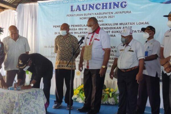 Bupati Jayapura Mathius Awoitauw melaunching DNA sosialisasi Perbup Nomor 21 Tahun 2021.