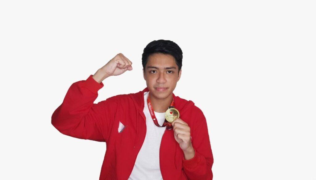 Moses Manuputty, mahasiswa dari Fakultas MIPA Universitas Cenderawasih berhasil menyabet juara pertama atau Best of The Best Talent.