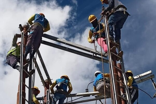 PLN tingkatkan jam nyala di tiga kabupaten di papua