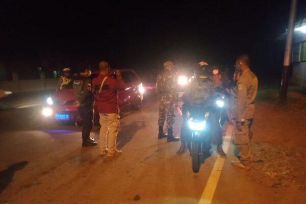 Penyekatan di Batas Kota Jayapura dan Kabupaten Jayapura, Waena, Distrik Heram, Kota Jayapura, Papua yang dilakukan oleh Petugas Gabungan tingkat Provinsi Papua.