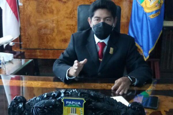 Ketua DPR Papua, Jhony Banua Rouw (Foto Tiara).
