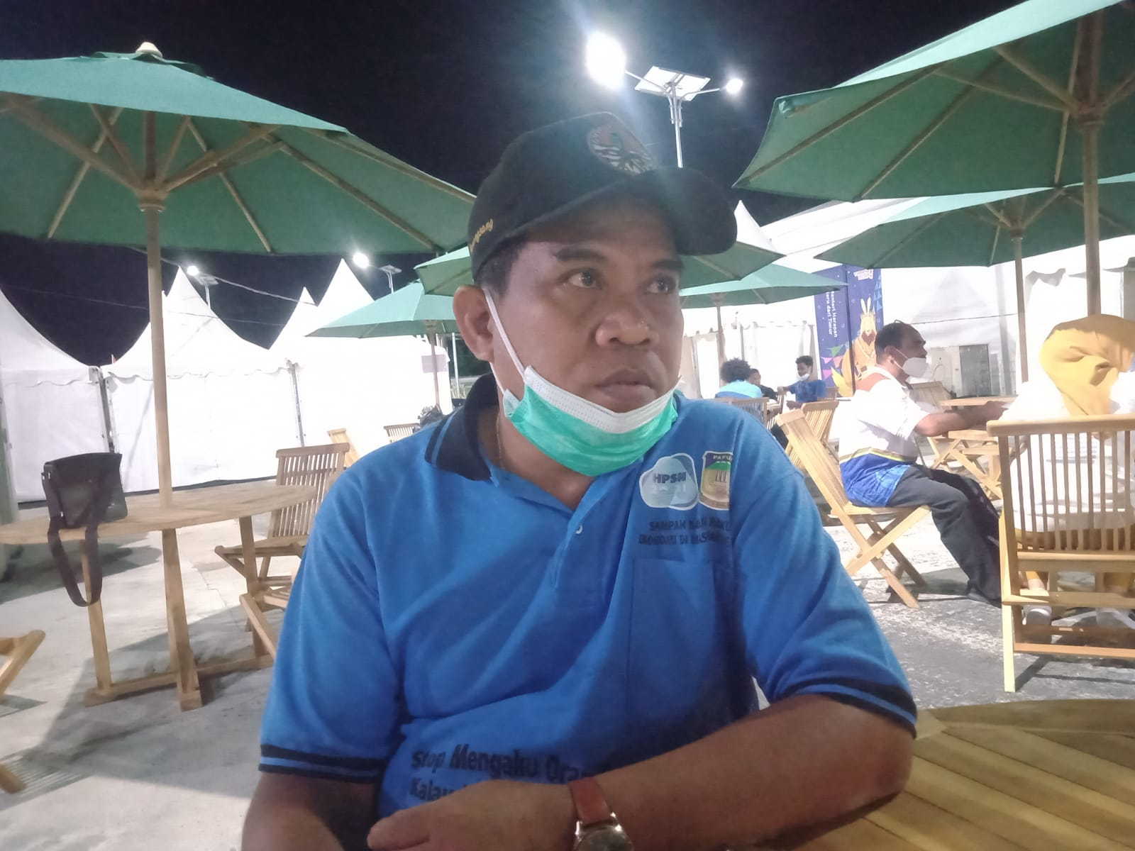 Anggota Tim Sub Dampling Sub PB PON XX yang juga Kepala Bidang Kebersihan Kabupaten Jayapura, Xaverius Manansang. Foto Irfan