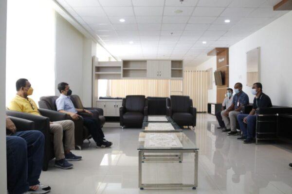 General Manager PLN Unit Induk Wilayah Papua dan Papua Barat, Abdul Farid mengunjungi rumah sakit yang menangani pasien Covid-19