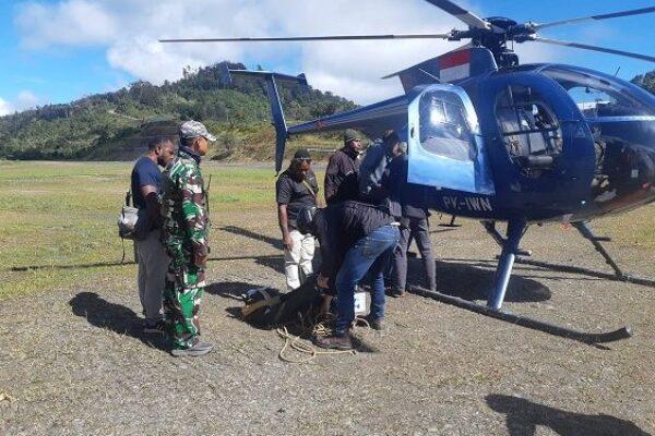 Helikoper yang membantu pencarian pesawat yang hilang. Foto Istimewa