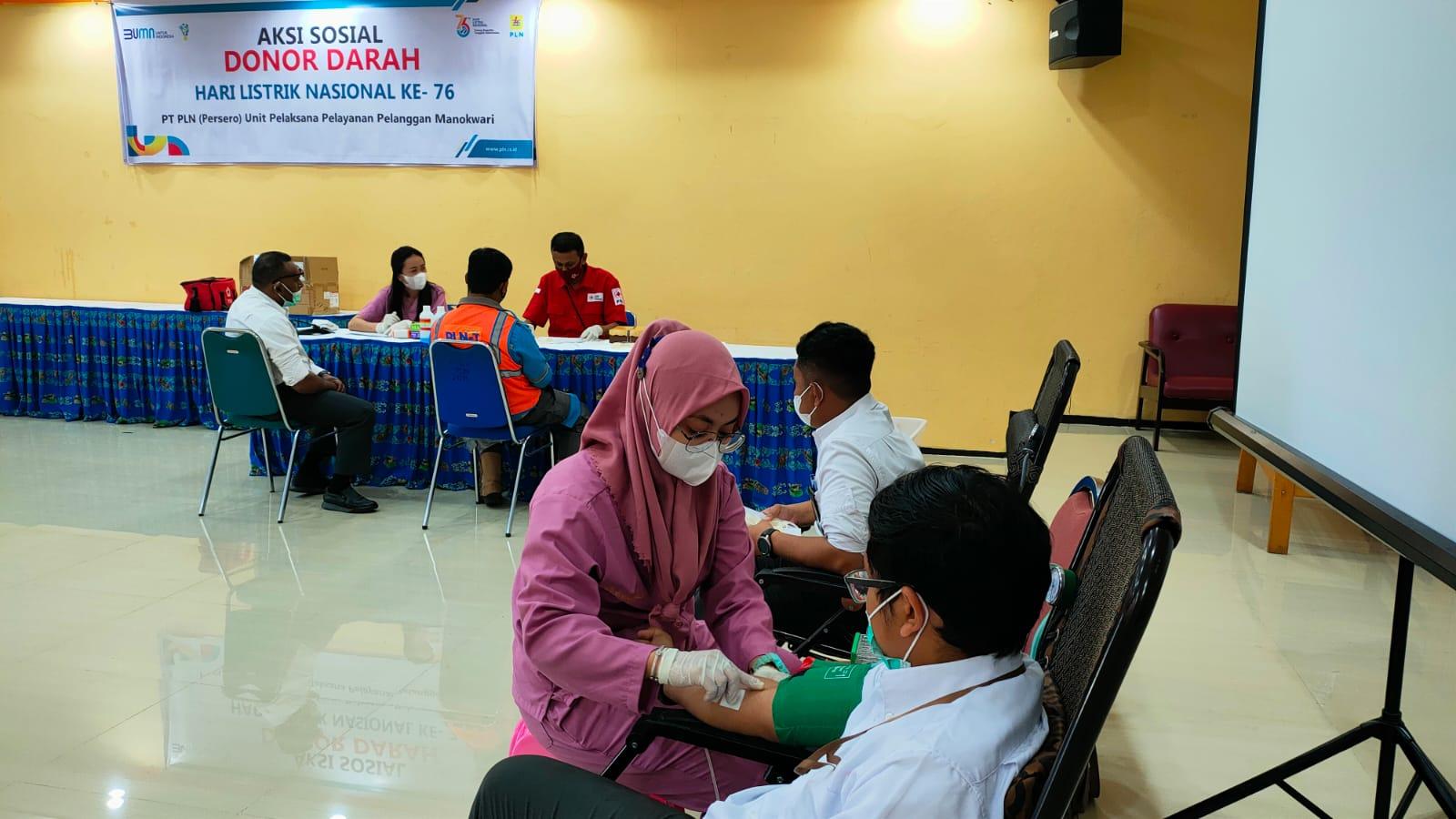 Aksi sosial donor darah kerjasama PLN Manokwari dan PMI