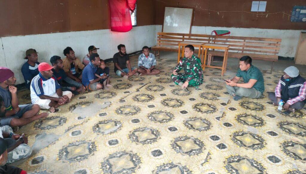 Dandim 1702Jayawijaya, Letkol Inf A.B. Situmeang saat bertemu tokoh masyarakat untuk mencegah konflik antar suku di Yahukimo meluas.